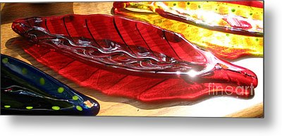 Brilliant Red Feather Glass Dish Metal Print by Donna Spencer