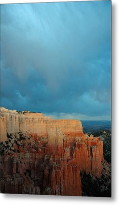 Bryce Canyon And Stormy Sky Metal Print by Bruce Gourley