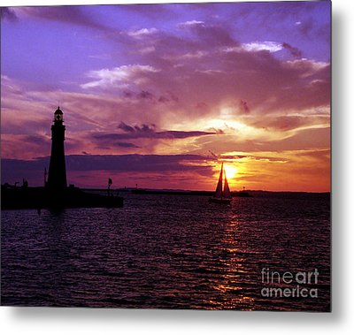 Metal Print featuring the photograph Buffalo Main Lighthouse by Tom Brickhouse