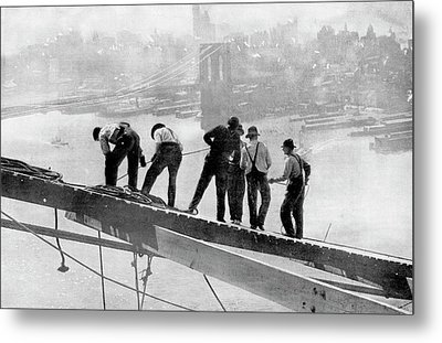 Building The Manhattan Bridge Metal Print
