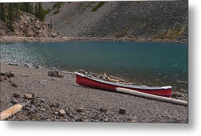 Canoe At Moraine Lake Metal Print