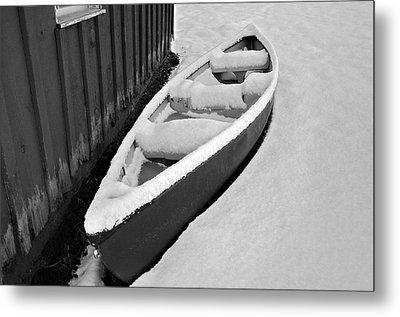 Canoe In The Snow Metal Print by Susan Leggett