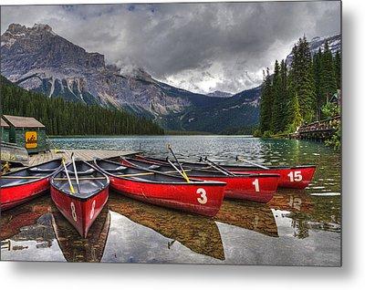Canoes On Emerald Lake Metal Print by Darlene Bushue