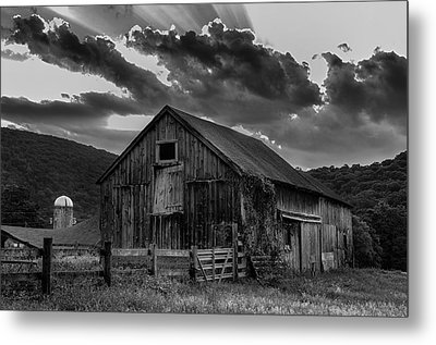 Casey's Barn-black And White  Metal Print by Thomas Schoeller