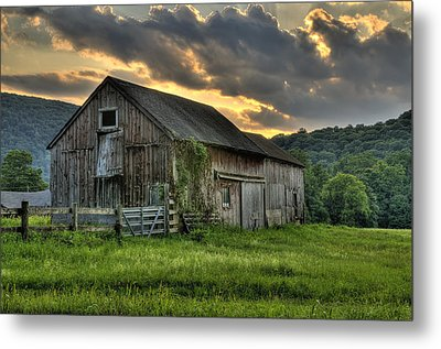 Casey's Barn Metal Print by Thomas Schoeller
