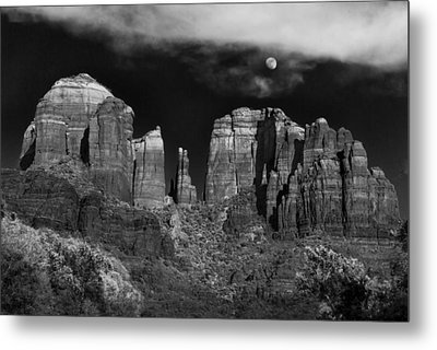Cathedral Rock Moon Rise Metal Print by Dave Dilli