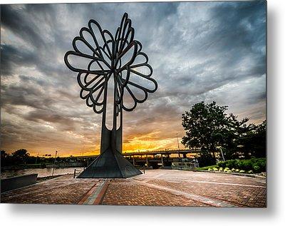 Cedar Rapids Five Seasons Tree At Sunset Metal Print