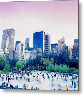 New York In Motion Metal Print by Shaun Higson