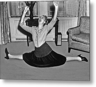 Charlotte Greenwood Does The Splits At 50 Metal Print by Underwood Archives