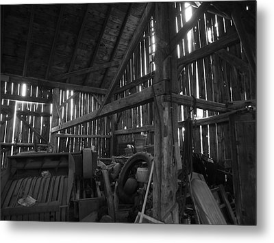 Metal Print featuring the photograph Chassell Barn by Jenessa Rahn