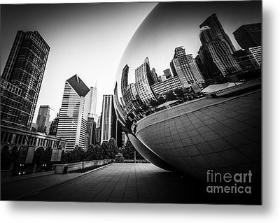 Chicago Bean Cloud Gate In Black And White Metal Print