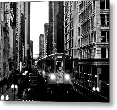 Chicago L Black And White Metal Print by Benjamin Yeager