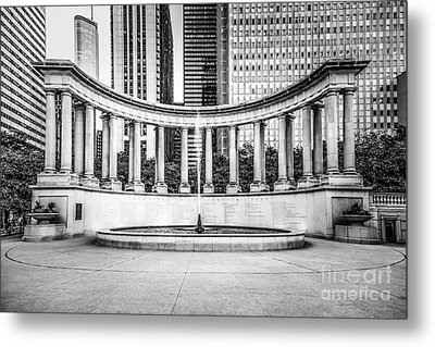 Chicago Millennium Monument In Black And White Metal Print by Paul Velgos