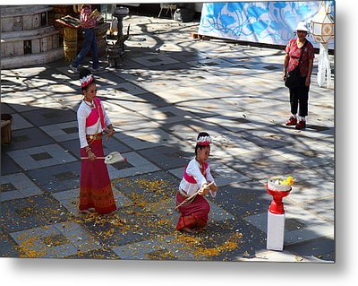 Child Performers - Wat Phrathat Doi Suthep - Chiang Mai Thailand - 01131 Metal Print by DC Photographer