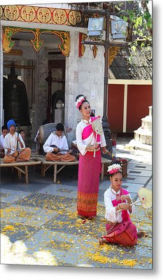Child Performers - Wat Phrathat Doi Suthep - Chiang Mai Thailand - 01132 Metal Print by DC Photographer