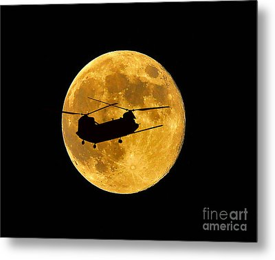 Chinook Moon Color Metal Print by Al Powell Photography USA