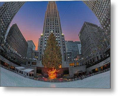 Christmas At Rockefeller Center In Nyc Metal Print by Susan Candelario