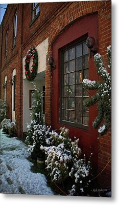 Christmas Decorations In Grants Pass Old Town  Metal Print by Mick Anderson