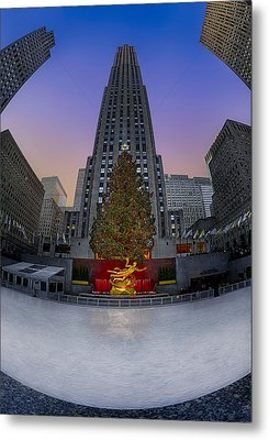 Christmas In Nyc Metal Print by Susan Candelario