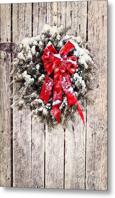 Christmas Wreath On Barn Door Metal Print by Stephanie Frey