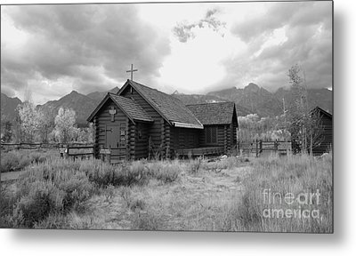 Church In Black And White Metal Print by Kathleen Struckle