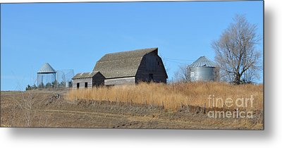 Classic Country Barn Metal Print