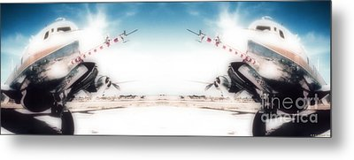 Metal Print featuring the photograph Propeller Aircraft by R Muirhead Art
