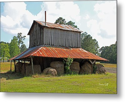 Clewis Family Tobacco Barn Metal Print by Suzanne Gaff