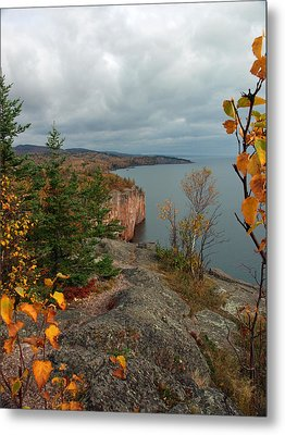 Metal Print featuring the photograph Cliffside Fall Splendor by James Peterson