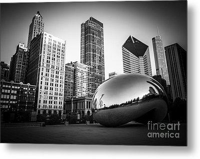 Cloud Gate Bean Chicago Skyline In Black And White Metal Print