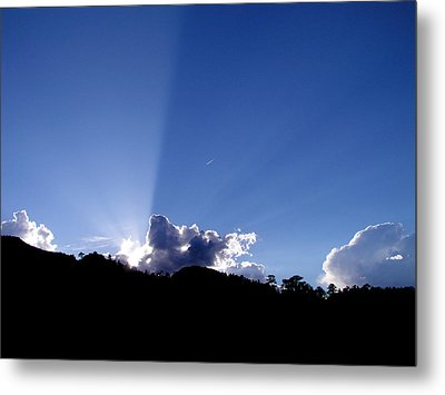 Metal Print featuring the photograph Cloud Rays by Craig T Burgwardt