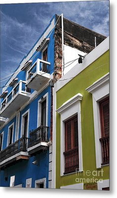 Colores Del Edificio Metal Print by John Rizzuto