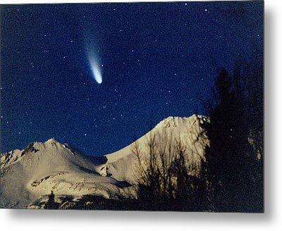 Comet Hale Bopp Rising Over Mount Shasta 01 Metal Print by Patricia Sanders
