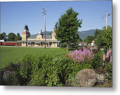 Conway Scenic Railroad - North Conway New Hampshire Usa Metal Print by Erin Paul Donovan
