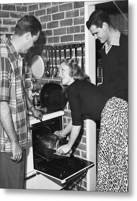 Cooking A Thanksgiving Turkey Metal Print by Underwood Archives