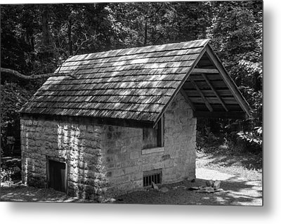 Cottage By The Stream At The Hermitage Metal Print by Robert Hebert