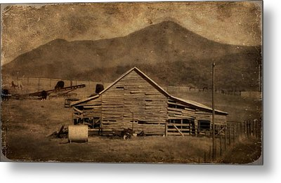 Country Living In Shenandoah Valley Metal Print by Dan Sproul