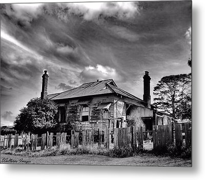 Country Mansion Metal Print by Wallaroo Images
