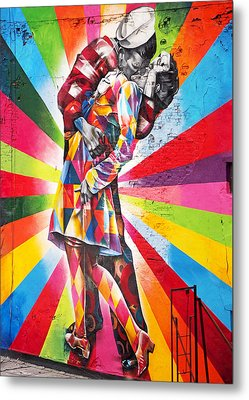 Couple Kissing In Times Square On V-j Day Metal Print by Rona Black