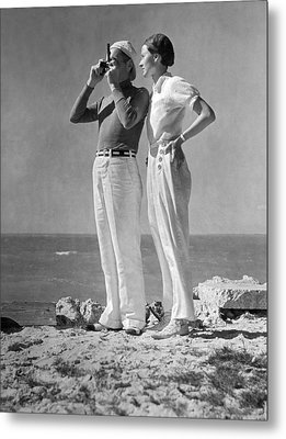 Couple On The Maine Shore Metal Print by Underwood Archives