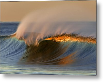 Metal Print featuring the photograph Cresting Wave Mg_0372 by David Orias