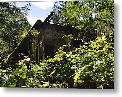 Crumbling Down Metal Print by Cathy Mahnke