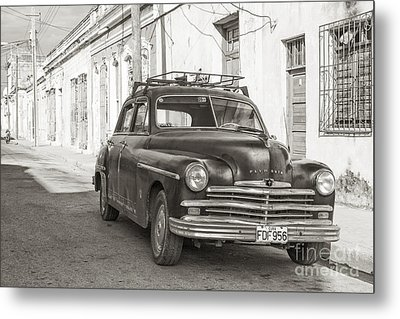 Metal Print featuring the photograph Cuba Cars I by Juergen Klust