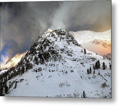 Metal Print featuring the photograph Daybreak On The Mountain by Jim Hill