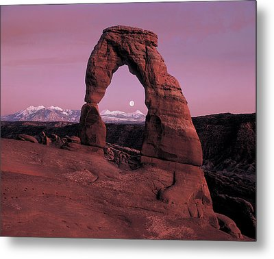 Delicate Arch Metal Print by Leland D Howard