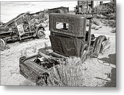 Desert Idle In Black And White Metal Print