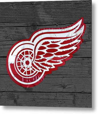 Detroit Red Wings Recycled Vintage Michigan License Plate Fan Art On Distressed Wood Metal Print by Design Turnpike