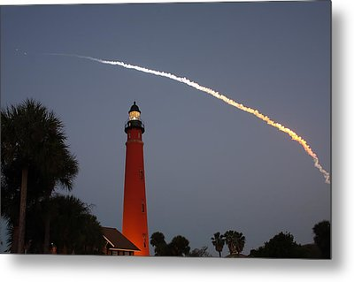 Discovery Booster Separation Over Ponce Inlet Lighthouse Metal Print