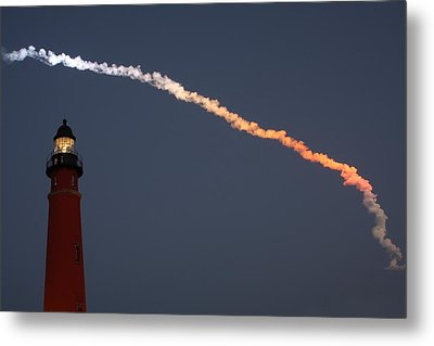 Metal Print featuring the photograph Discovery Sunset Plume by Paul Rebmann