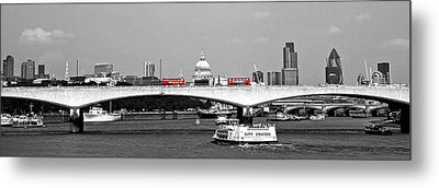 Double Deckers On The Waterloo Metal Print by Arnel Manalang
